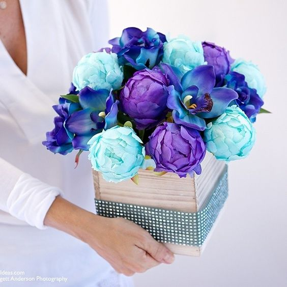 DIY: centro de mesa de peônias e orquídeas